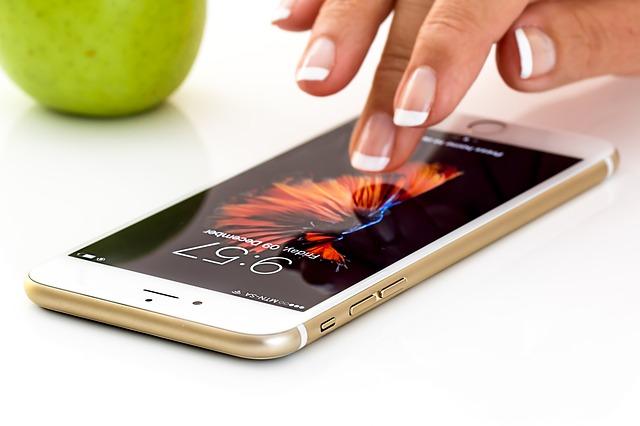 jablko a mobil