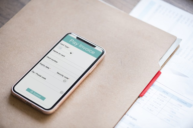 mobil na dokumentech