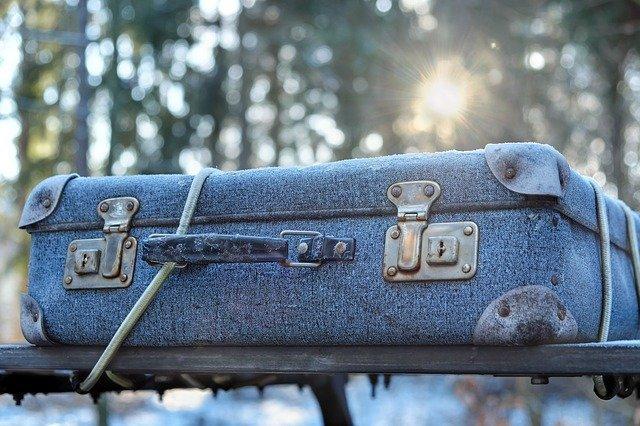 modrý kufr