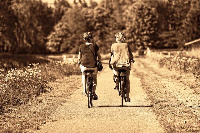 pohodová jízda žen na elektrokolech
