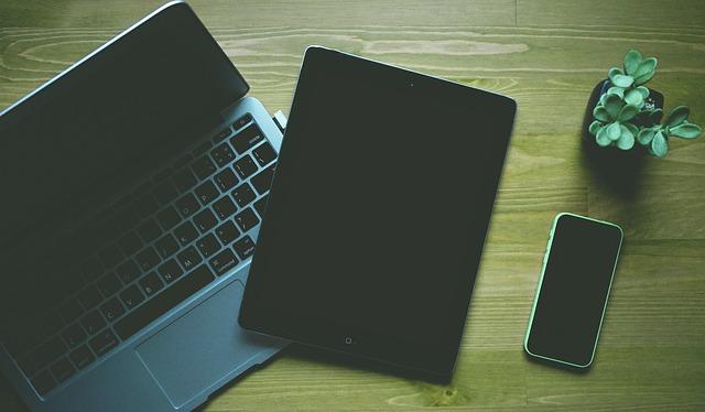 notebook, tablet a chytrý telefon