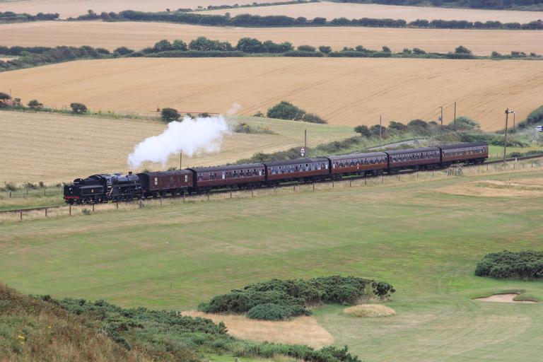 jedoucí parní vlak