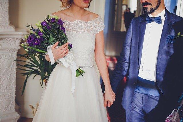 šťastný novomanželé