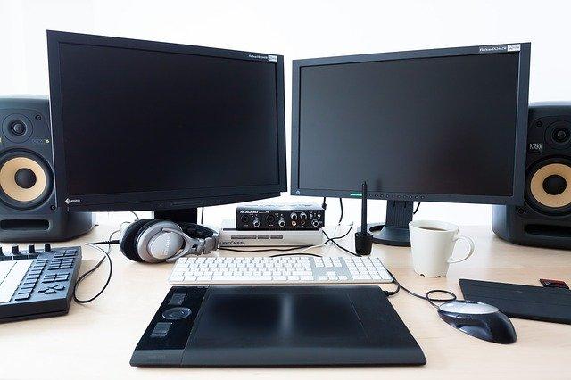 počítač a stereo.jpg