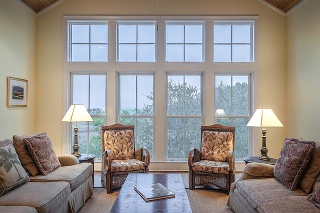 okno křesla gauč