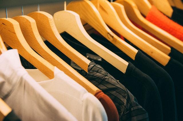 textil, dřevěná ramínka